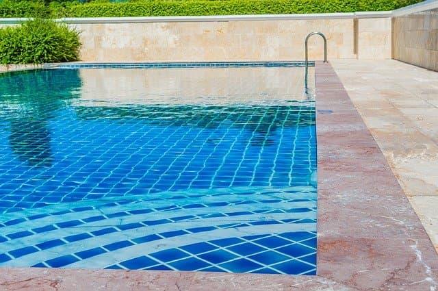 el después de la limpieza de piscina